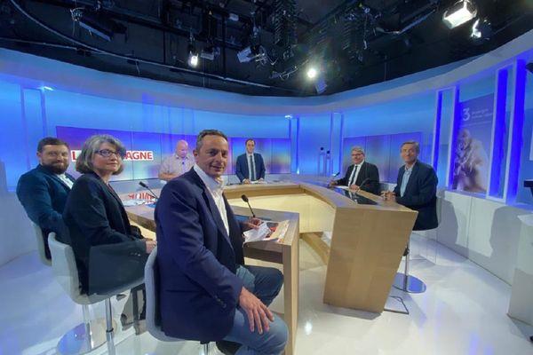 A quelques jours du premier tour des élections départementales, un débat a été organisé entre cinq candidats du Cantal.