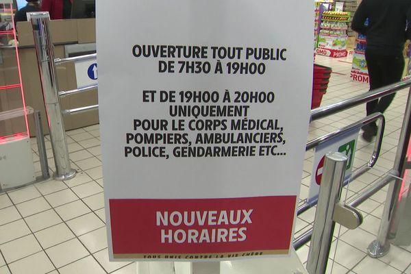 Pollestres (Pyrénées-Orientales) - le supermarché ouvre entre 19h et 20h pour le corps médical et les personnels de secours - mars 2020.