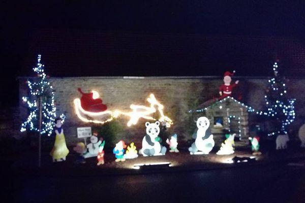 Ces décorations de Noël du village de Saint-Philibert, fabriquées par des bénévoles, ont été volées - décembre 2017