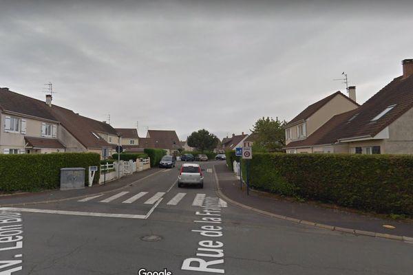Le drame s'est déroulé dans cette rue résidentielle de Colombelles, une commune située dans la banlieue de Caen