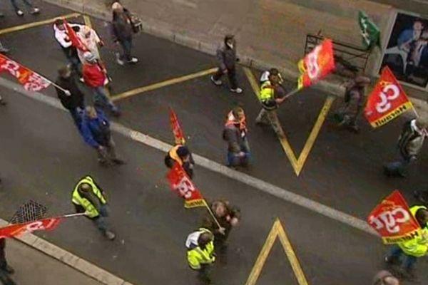 Montpellier - manifestants vus du haut des halles Layssac - 5 mars 2013.