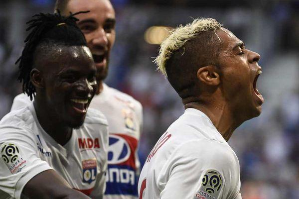 Le Caribéen Mariano Diaz acclamé par André Traoré et Sergi Darder après  l'un de ses buts samedi soir face à Strasbourg.
