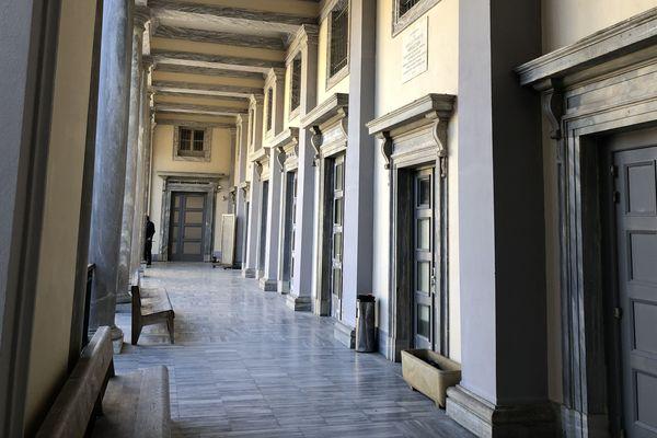 Illustration - Les couloirs du tribunal de Bastia
