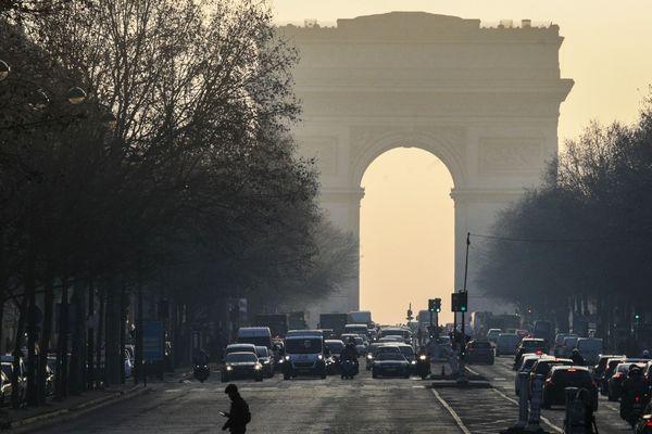 À l'occasion de la 35ème édition des Journées Européennes du Patrimoine, France 3 Paris Ile-de-France présente ses éditions régionales depuis l'Arc de Triomphe.