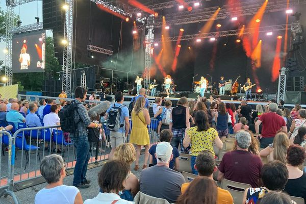 Les Trois Cafés Gourmands sont parvenus à faire danser le public à Brive Festival.