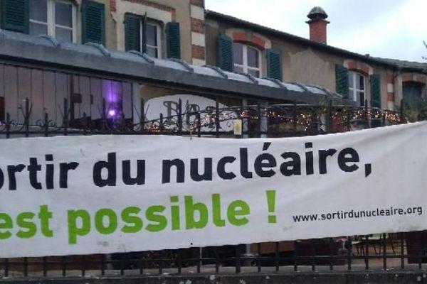 """L'association Sortir du nucléaire était à l'origine de cette projection du film """"Fukushima le couvercle du soleil"""" sur la commune de Cosne-sur-Loire"""