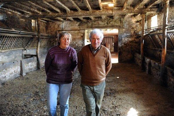 Annick et Pascal Jouin, agriculteurs à Grez-en-Bouère, photographiés au moment de la révélation de leurs analyses de sang qui ont mesuré la concentration de PCB, l'entreprise Aprochim est accusée d'avoir contaminé l'environnement et les animaux d'élevage des fermes environnantes