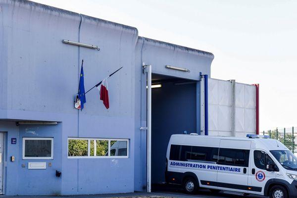 L'islamiste Djamel Beghal, considéré comme le mentor de Chérif Kouachi et d'Amédy Coulibaly, deux des auteurs des attentats de janvier 2015 à Paris, a été expulsé lundi 16 juillet vers l'Algérie. Il avait été assigné à résidence dans le Cantal, à Murat, en 2009.