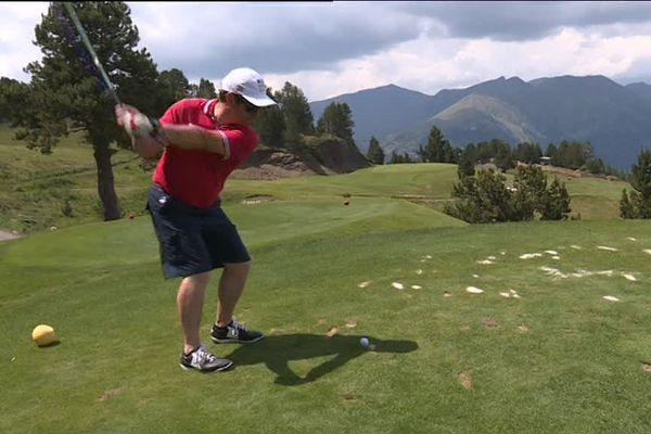 Un golf au milieu des montagnes