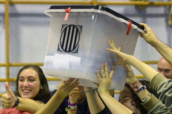 """01/10/2017 - Le gouvernement catalan annonce 90% de """"oui"""" à l'indépendance"""