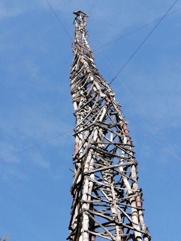 Pour assurer son maintien, il faut aujourd'hui refaire tous les liens en fil de fer sur la totalité de l'édifice.