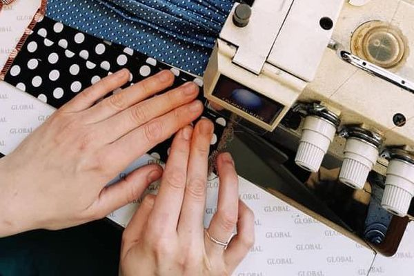 Les couturières veulent désormais retrouver une activité économique.