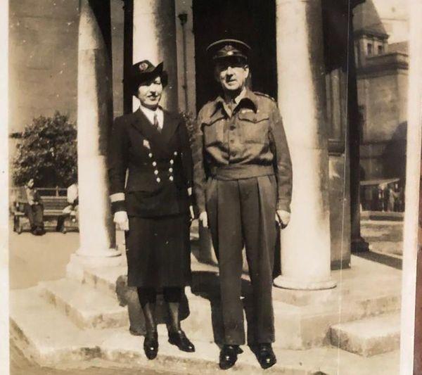 Mathilde et Charles Bravery en 1945 à Liverpool