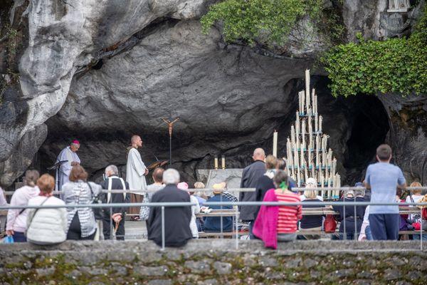 Après la crise Covid, les pèlerins reviennent progressivement à Lourdes.