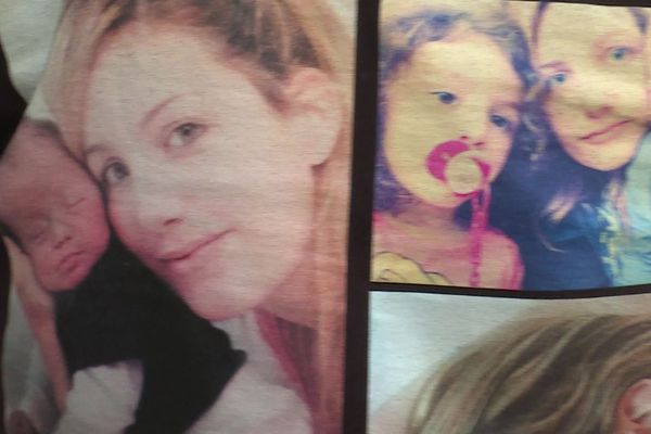 Des photos de la victime et de ses enfants, imprimées sur des t-shirts et portés par les proches de Margaux Mari, ce lundi 9 novembre, jour d'ouverture du procès de son agresseur et compagnon.