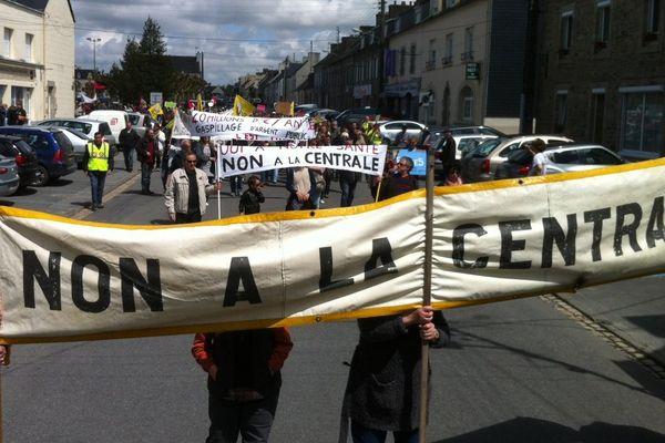 800 personnes avaient manifesté contre la centrale en juin 2013