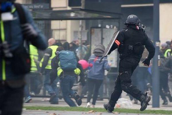 """Lors d'une manifestation des """"gilets jaunes"""" à Toulouse, le 15 décembre 2018."""