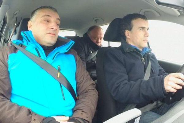 Tony (au volant) est venu de Paris pour conduire sur le circuit de Spa