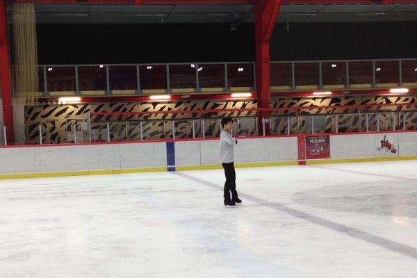 Adam Siao Him Fa à l'entraînement à la patinoire de Potiers.