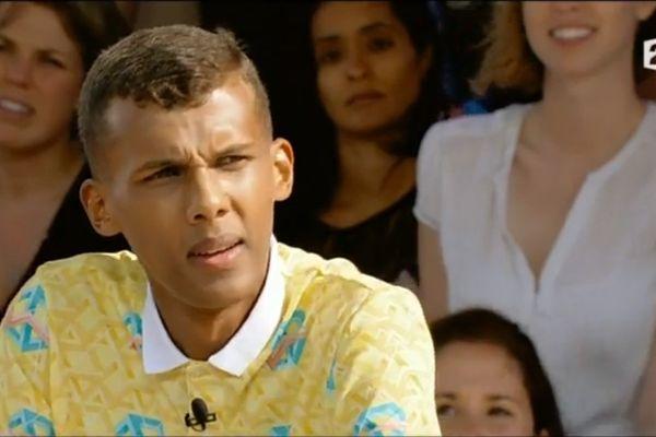 """Stromae dans l'émission """"L'Eté Indien"""" sur France 2."""