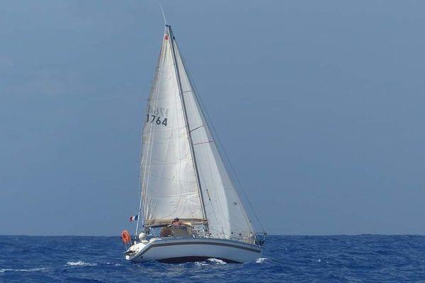 Norbert sur son bateau au milieu de l'Atlantique