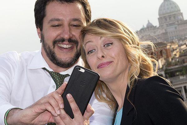 """Surenchères sur le couvre feu: Salvini et Meloni, les deux leaders d'extrême droite ont fait de l'ombre aux festivités du 76 ème anniversaire de la libération du """"nazi-fascisme"""", en voulant """"libérer les italiens...du couvre feu!"""""""