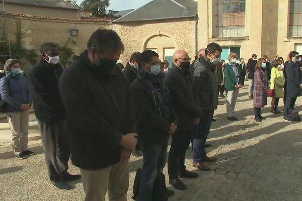 Une minute de silence en hommage à Samuel Paty, professeur d'histoire, assassiné vendredi.