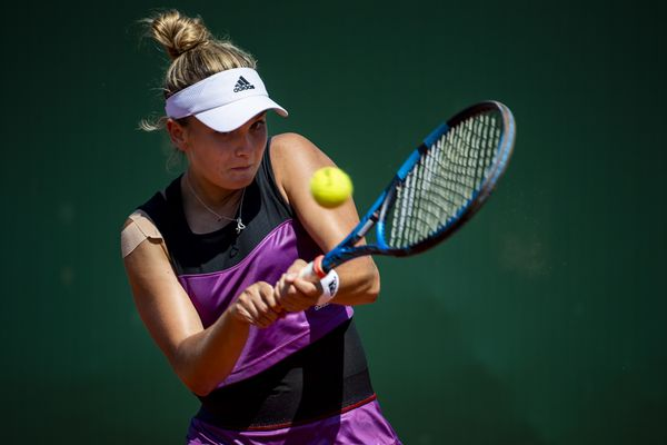 Clara Burel lors de son match contre Caroline Garcia au tournoi de Lausanne, en Suisse