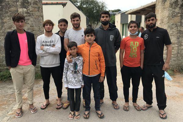 Ces hommes font partie des 88 réfugiés afghans ayant pu fuir à temps leur pays et rejoindre la France où ils ont entamé une quarantaine sanitaire ainsi que leur parcours administratif et leur projet de (nouvelle) vie