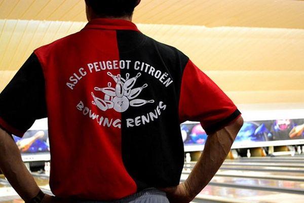 PSA bien plus qu'un boulot, les salariés se retrouvent entre eux pour des parties de bowling