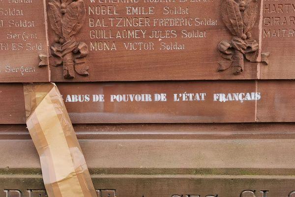 Le monument aux morts de Delle a été tagué juste avant la cérémonie du 11-novembre 2020.