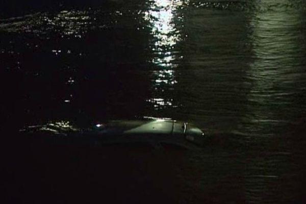 Une voiture emportée par les eaux hier, samedi 25 janvier à Peyrorade.