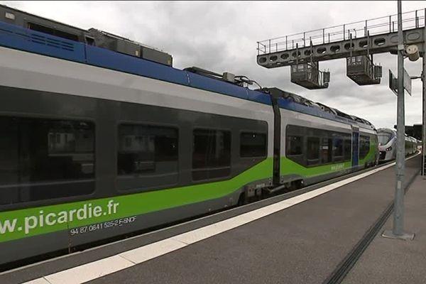 En gare de Laon, le principal problème concerne les horaires et la fréquence : Il y a un train par heure ou toutes les 3 heures, selon la destination.