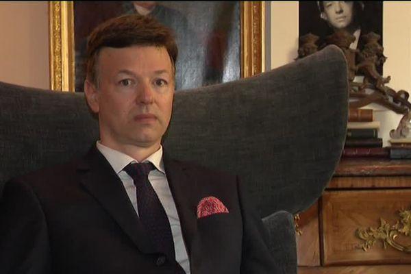Louis de Causans réclame 351 millions d'euros à l'Etat français.