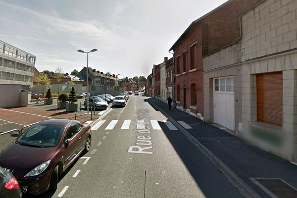 La jeune femme a été agressée en plein après-midi, rue de la République au Cateau-Cambrésis.