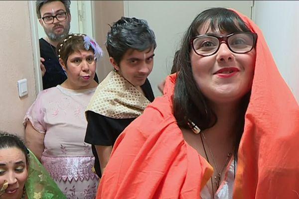 Le CEMA Guillaumet, centre d'accueil de jour pour personnes en situation de handicap organisait à la salle des fêtes de Manduel (Gard) un défilé de mode.