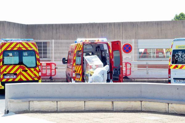 1.556 interventions Covid pour les pompiers de l'Hérault en 2020. Hôpital Lapeyronie. 08/2020.