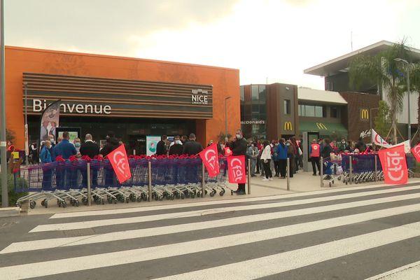 A Nice, les salariés du Carrefour Lingostière ont débrayé ce samedi 3 avril.