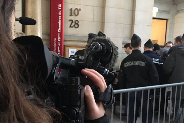 Quatre policiers comparaissent devant le tribunal correctionnel de Paris, le 21 février 2018.