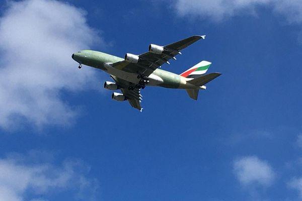 Le dernier Airbus A380 assemblé à Toulouse a effectué son 1er vol ce mercredi 17 mars à destination de l'usine de Hambourg (Allemagne).
