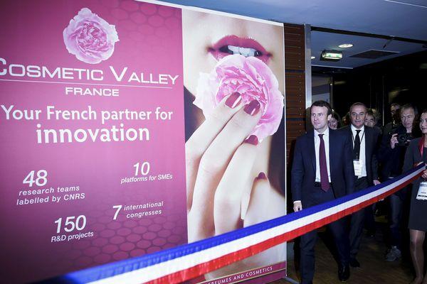 Le ministre de l'économie, de l'industrie et du numérique, Emmanuel Macron a inauguré le 15 octobre le salon de la Cosmetic Valley.