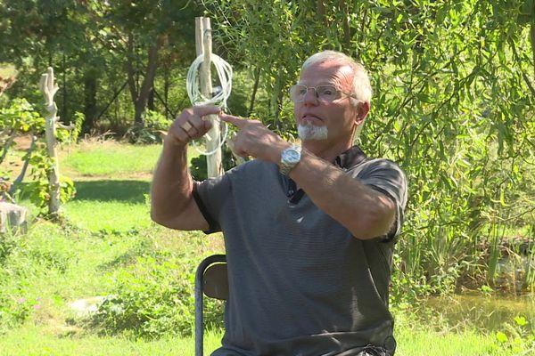 Jacques, mécanicien retraité, espère que la langue des signes se propage