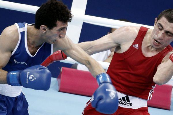 Sofiane Oumiha (en bleu) contre Albert Selimov, lors des jeux de Bakou