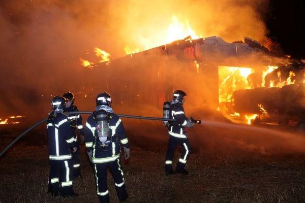 L'incendie d'un hangar agricole à Horbourg-Wihr.