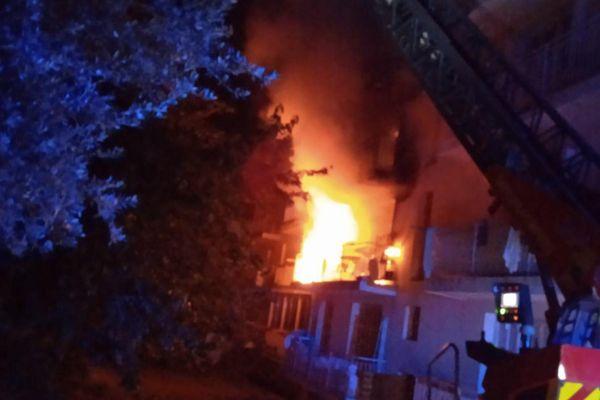 L'incendie s'est déclaré aux environs de 3h du matin.