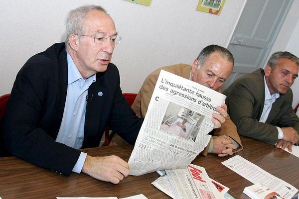 Marc Riolacci, (au premier plan) lors d'une conférence de presse au siège de la Ligue Corse de Football