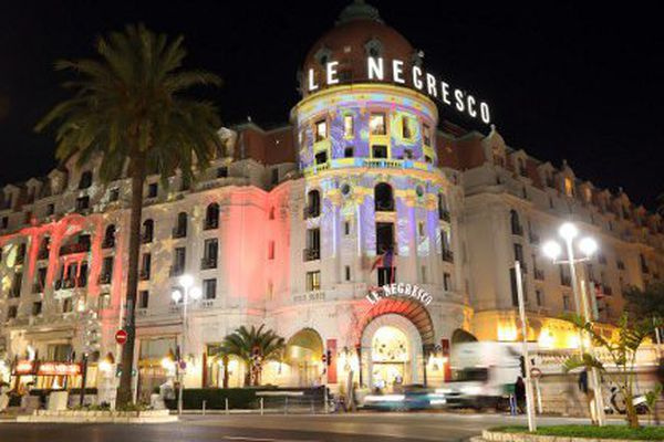 Les hôtels de la Promenade des Anglais aux couleurs de l'artiste Gaspare Di Caro.