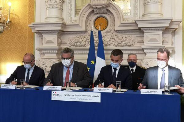 Jeudi 22 juillet, Gérald Darmanin, ministre de l'Intérieur et Olivier Bianchi, maire de Clermont-Ferrand et président de Clermont Auvergne Métropole ont signé un contrat de sécurité intégrée entre l'État et la Ville de Clermont-Ferrand.
