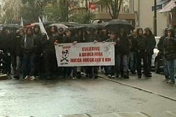 Les manifestants ont bravé la pluie pour dénoncer un trafic en hausse