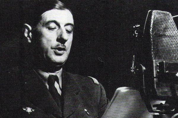 """""""Le général de Gaulle influence aussi d'emblée d'autres civils de la région qui répandent sur place son premier appel en le reproduisant à la main le plus souvent, qui se réfèrent à son nom dans des «Vive de Gaulle!» sous formes écrite et orale"""""""